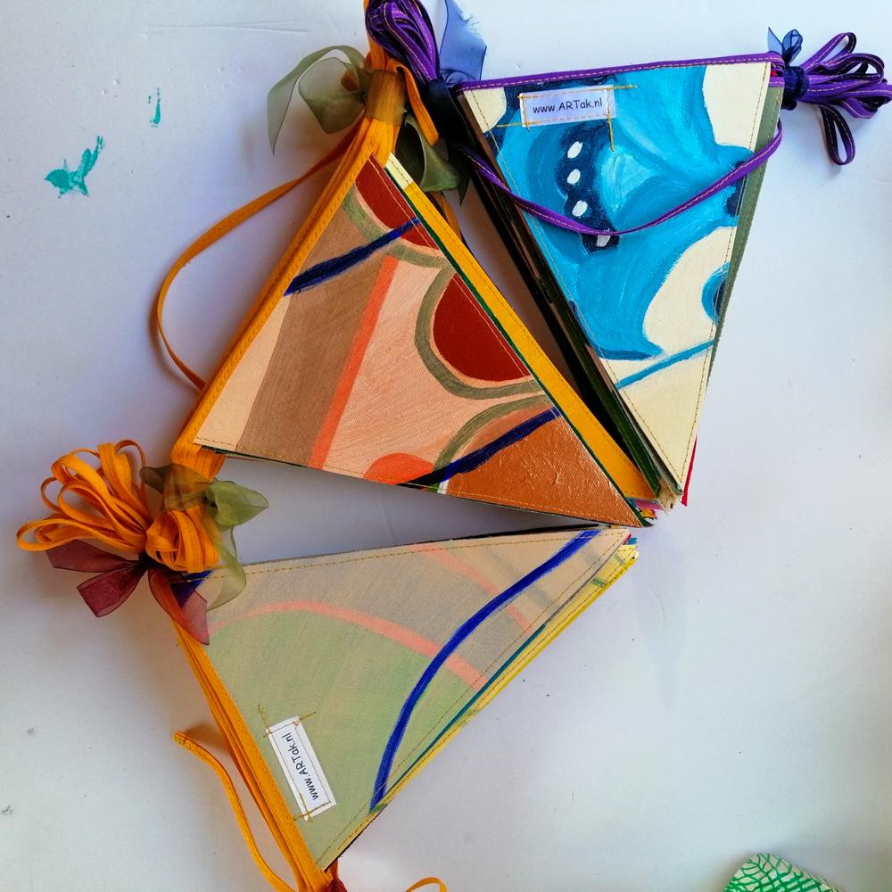 Vlaggetjes uit schilderijen en snoeppapier - ARTak 2020